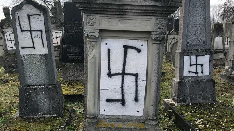 Alsace: «Trente-sept stèles ont été profanées ainsi que le monument des martyrs de la Shoah» dans le cimetière juif à Herrlisheim