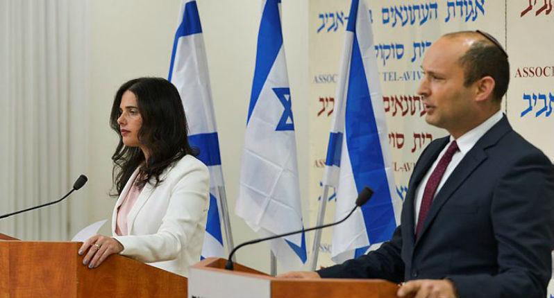 Naftali Bennett et Ayelet Shaked quittent «le foyer juif» pour former un nouveau parti de droite réunissant  religieux et laïcs