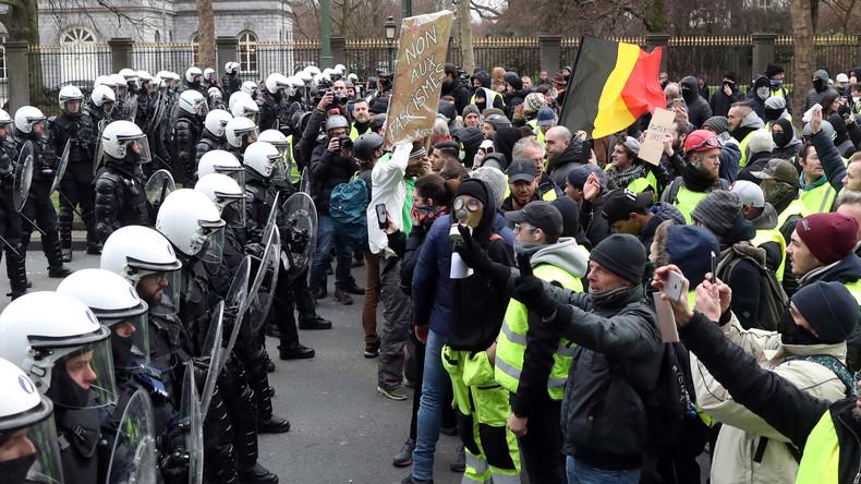 «Alors vous allez recevoir sur votre gueule» : un commissaire belge à des Gilets jaunes (Vidéos)