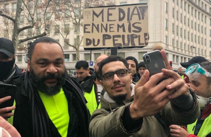 Gilets Jaunes: «Dieudonné président !», l'antisémite essaye de récupérer le mouvement citoyen (Vidéos)