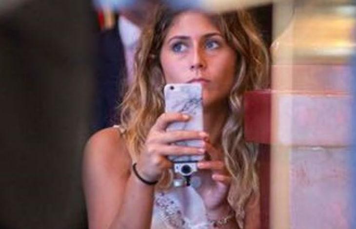 La fille de Daniela Lumbroso filme son chauffeur Uber qui tient des propos antisémites «La Shoah c'est la plus grande banane du siècle»