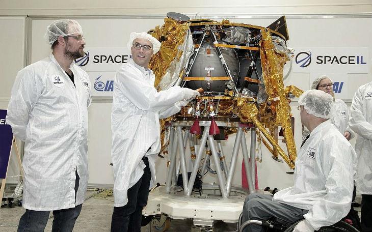 Un satellite israélien autour de la Lune emportera l'histoire de survivants de l'Holocauste et le meilleur de l'humanité