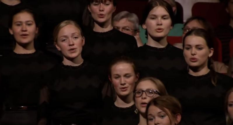 Danemark : une chanson traditionnelle sur une « jeune fille blonde » bannie d'une école car une professeur d'origine étrangère se sentait offensée par les paroles