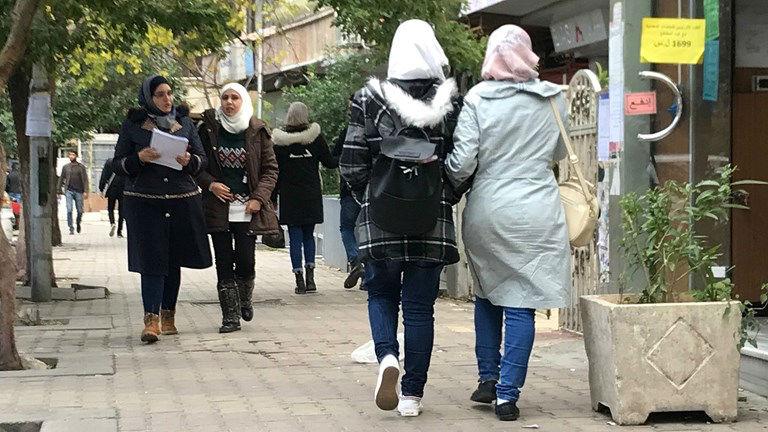 Damas : Les femmes Syriennes demandent à l'Europe de renvoyer tous les migrants syriens chez eux pour qu'ils puissent reconstruire leur pays