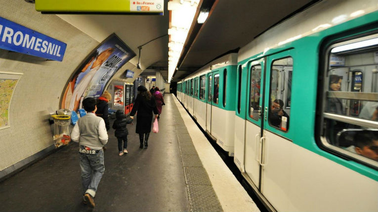 Récupération antisémite des Gilets Jaunes : Des disciples de l'antisémite Dieudonné insultent une vieille femme juive de 74 ans dans le métro