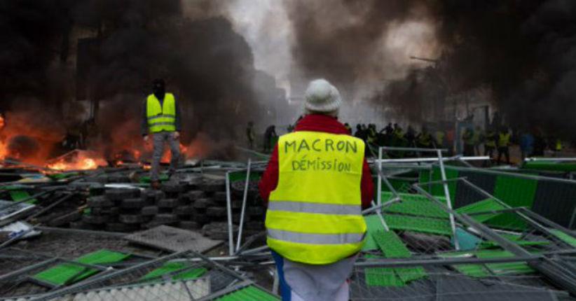 Peur d'une contagion ? L'Egypte restreint la vente de gilets jaunes