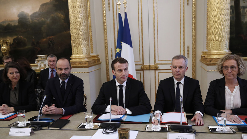 60% des ministres de Macron ont été épinglés par le Fisc en 2018, selon le Canard enchaîné
