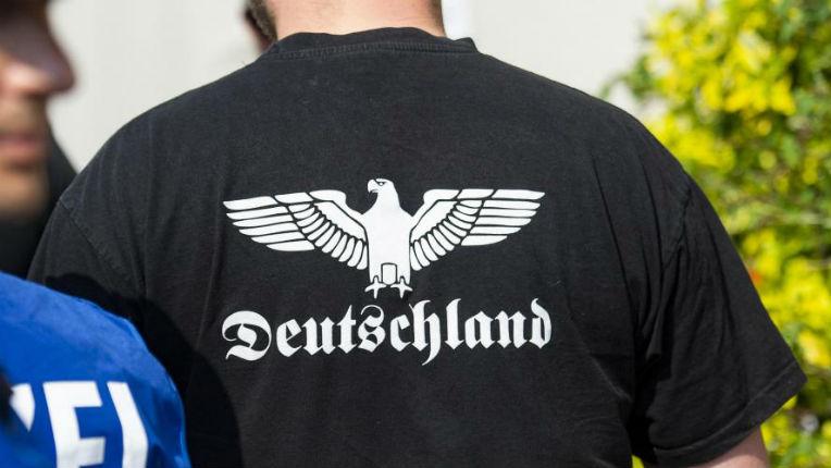 Allemagne: la police interrompt un concert où l'on scandait le «Sieg Heil» nazi