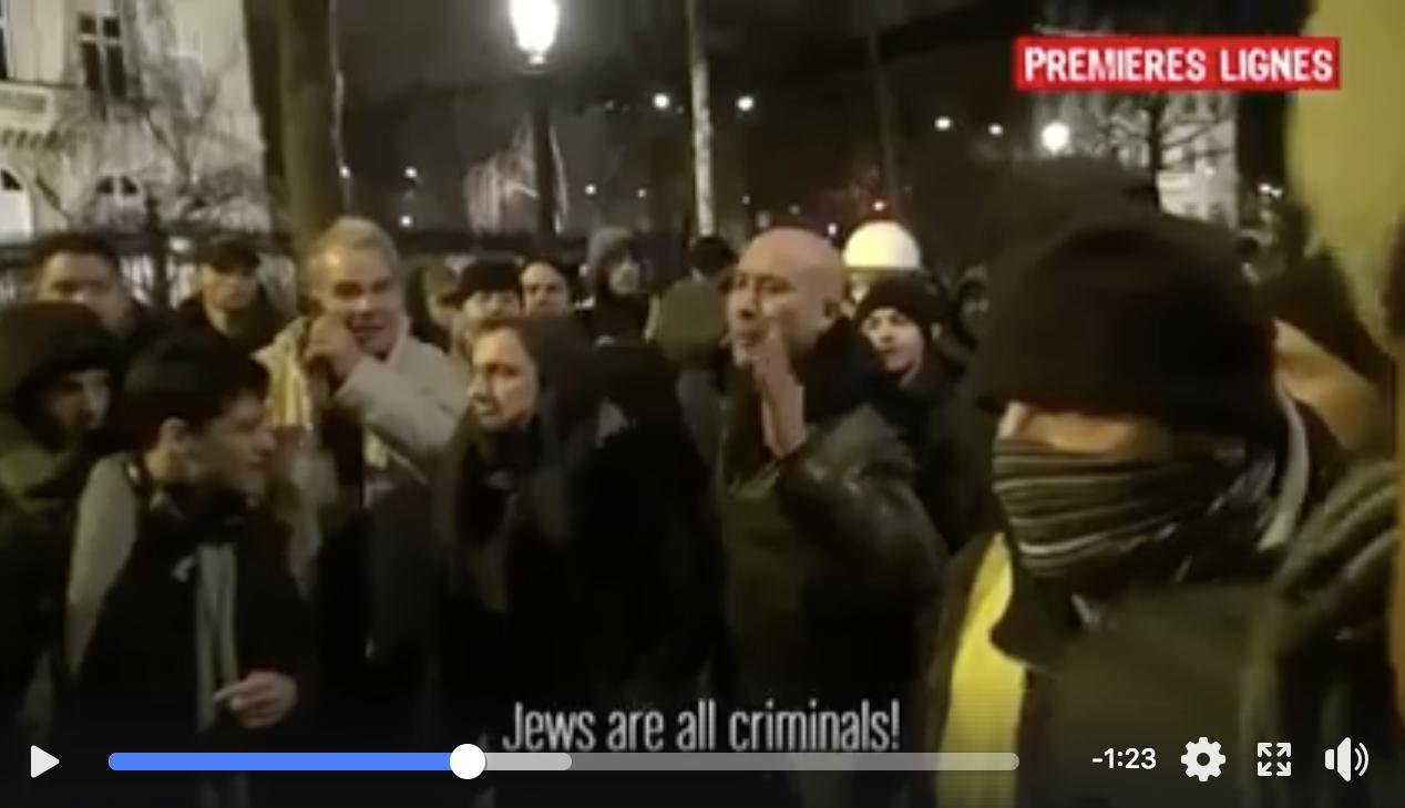 Suite à des slogans antisémites, les Gilets Jaunes chassent des antisémites de l'ultra droite «On est juif, on est noir, on est arabe ! Casse toi sale facho !»  (VIDEO)