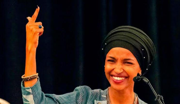 Le New York Times ordonne aux lecteurs de «célébrer» l'élection d'Ilhan Omar, partisane de BDS, pro-charia et haïssant les Juifs