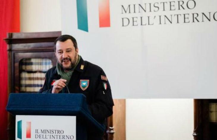 Salvini : « La fermeture des ports italiens aux navires d'ONG sauve des vies, moins d'arrivées de migrants signifie moins de morts »