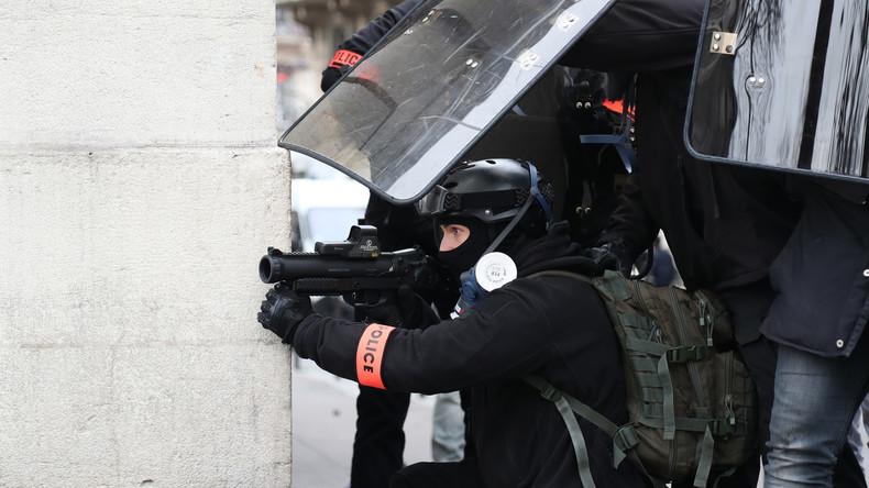 Acte 9 : fortes tensions à Paris entre forces de l'ordre et Gilets jaunes (VIDEOS)