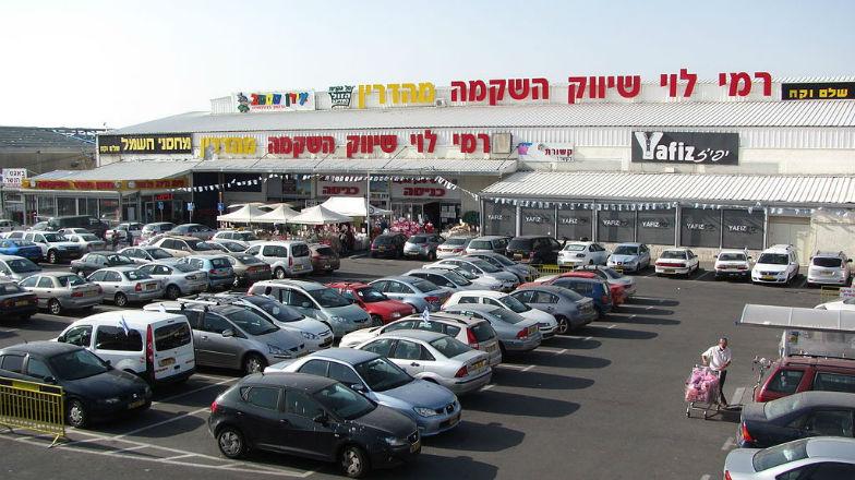 Colère de Mahmoud Abbas : Un israélien a ouvert un centre commercial à Jérusalem dont la plupart des employés et clients sont Arabes… et ça marche !