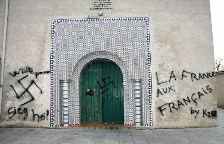 Indre-et-Loire : des croix gammées peintes sur une mosquée en construction. Plusieurs têtes de cochons retrouvées sur le chantier