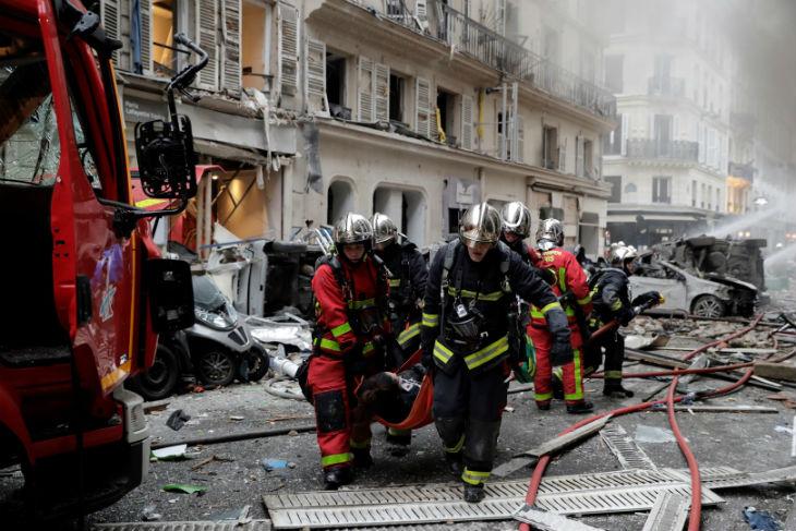 Paris : une forte explosion dans un immeuble du 9e arrondissement fait deux morts, dix personnes en urgence absolue (Vidéos)