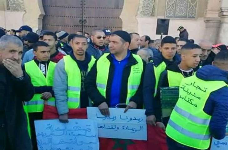 Maroc : des centaines de commerçants en colère manifestent en gilet jaune