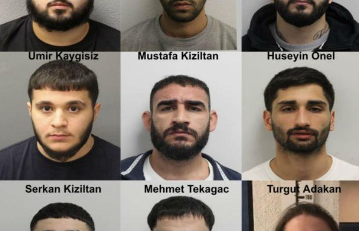 Londres : Neuf membres d'un « gang » incarcérés pour une « attaque homophobe à l'acide » (Vidéo)