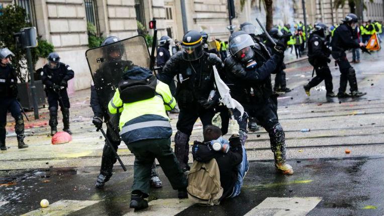 """""""Gilets jaunes"""" : 8 400 interpellations depuis le début du mouvement"""