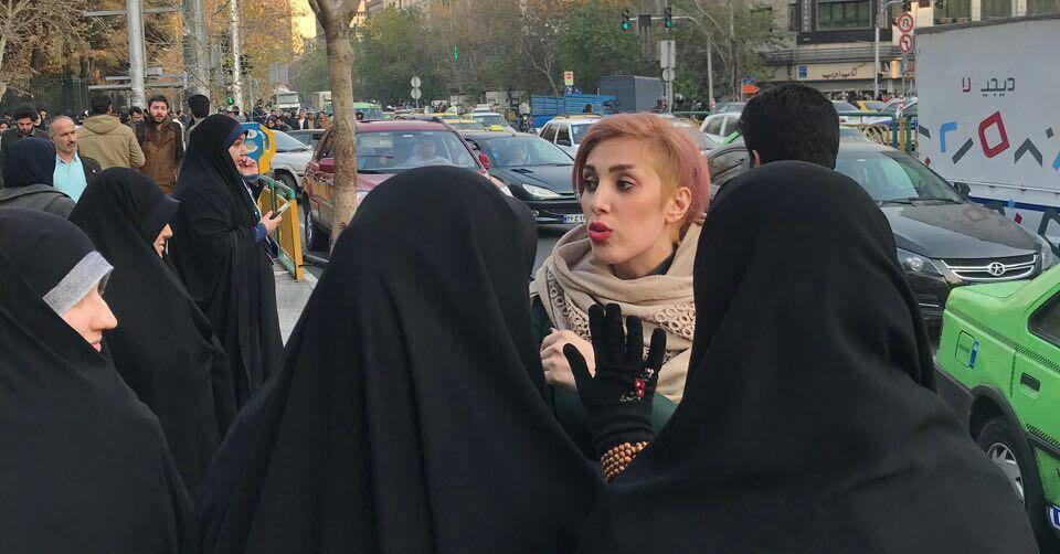Ces musulmanes qui osent retirer le voile. De plus en plus de femmes voilées célèbres apparaissent tête nue