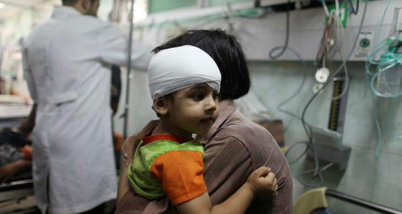 Des parents palestiniens abandonnent leurs enfants malades à la frontière de Gaza