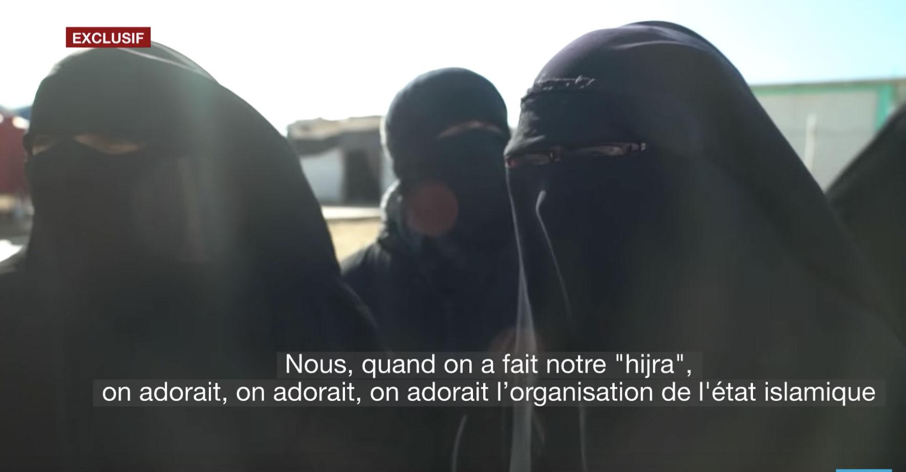 Syrie : dans un camp d'internement des femmes jihadistes «Même si elles disent aujourd'hui ne plus être avec Daech, la plupart continue d'avoir une pratique extrêmement extrémiste de la religion musulmane.» (Vidéo)