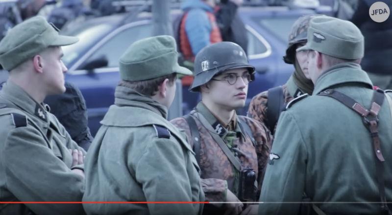 Hongrie: Des centaines de néo-nazis défilent en uniforme SS à Budapest au cri de «Juden Raus !», juifs dehors… (Vidéo)