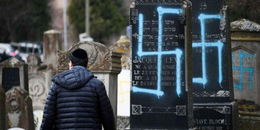 Des tags antisémites découverts dans le cimetière d'un village près de Lyon