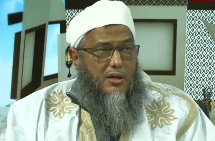 L'imam Muhammad Ould Dedew : «Les juifs sont les ennemis d'Allah. Qui a inventé les banques, les compagnies d'assurance, les casinos et le loto ?» (Vidéo)