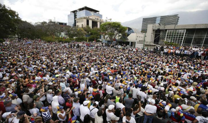 Venezuela: Juan Guaido accueilli en héros par des milliers de supporteurs