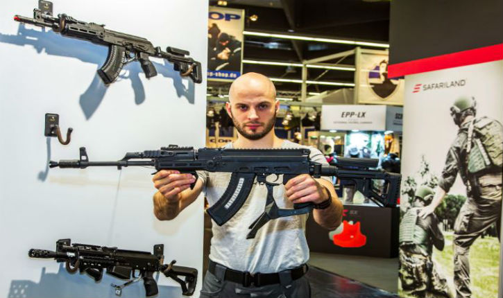 La société israélienne CAA Industries personnalise le fusil d'assaut Kalachnikov