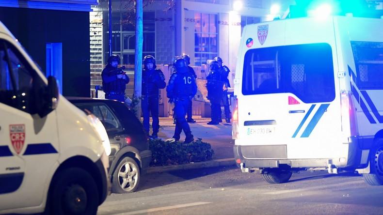Grenoble : troisième nuit d'émeutes après la mort de deux jeunes (VIDEO)