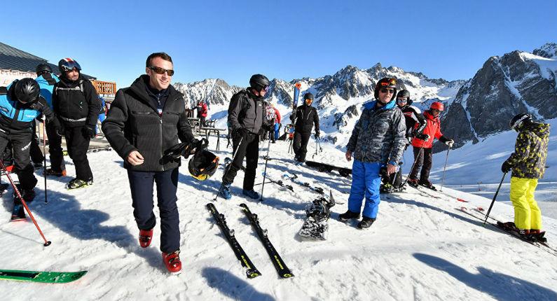 Macron «furibard» d'interrompre son week-end de ski à cause des Gilets jaunes «Il suffit que je fasse un break de 24 heures pour que la maison ne soit pas tenue !»