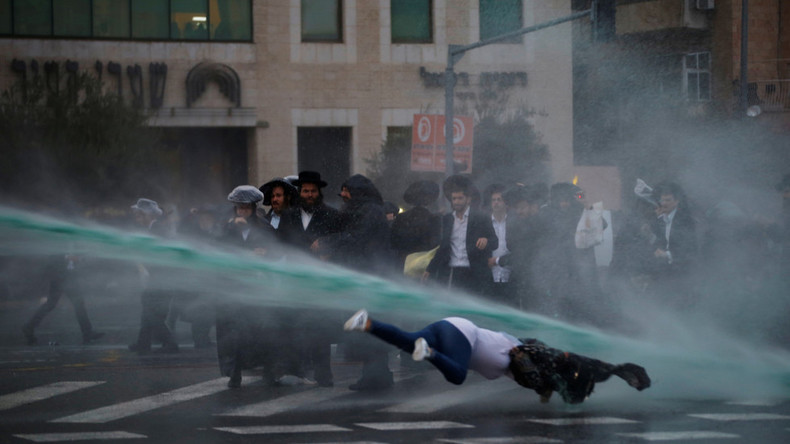 Jérusalem : heurts entre la police et des Juifs orthodoxes qui refusent l'obligation d'effectuer le service militaire (Vidéos)