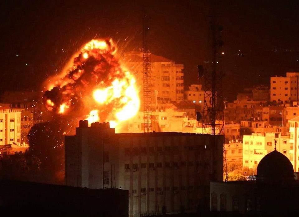 Le QG du Hamas rasé par l'aviation israélienne en réponse aux missiles de l'organisation islamiste (Vidéo)