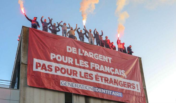 Bobigny : Pour dénoncer les prestations sociales distribuées aux étrangers, Génération identitaire occupe le toit de la CAF de Seine-Saint-Denis