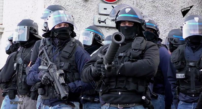 Gilets jaunes: Des officiers de police judiciaire affirment être obligés «d'accepter des ordres illégaux»