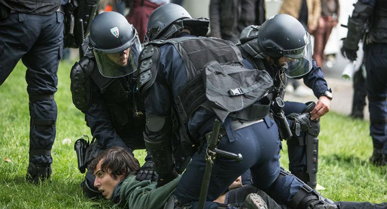 Dérive policière du macronisme : Le Défenseur des droits dénonce le «renforcement de la répression», le nombre «jamais vu» d'interpellations et de gardes à vue «préventives» en France