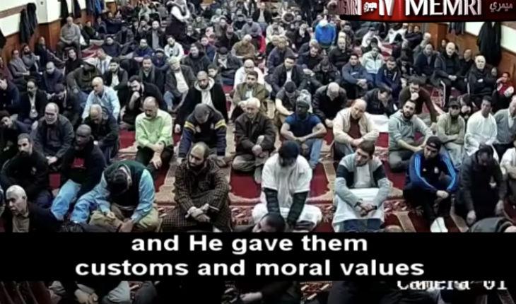 Prêche antisémite dans une mosquée ordinaire : «Les juifs sont le peuple le plus vil. Le Premier ministre israélien Begin a ouvert le ventre d'une femme enceinte» (Vidéo)