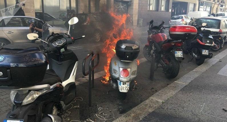 Une pluie de cocktails Molotov lancés depuis les immeubles s'abat sur la police à Grenoble. 65 voitures incendiées… Où est la fermeté de Castaner ? (Vidéo)