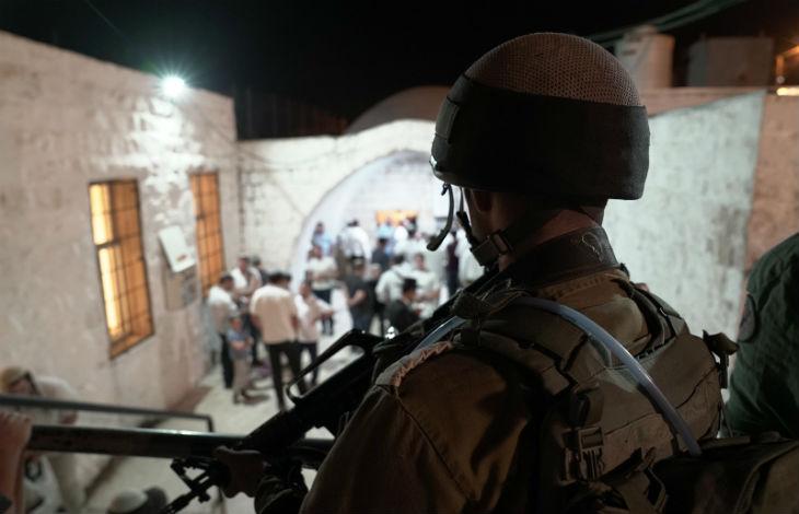 Des terroristes palestiniens lancent des explosifs sur des Israéliens au Tombeau de Joseph à Sichem, ils sont abattus