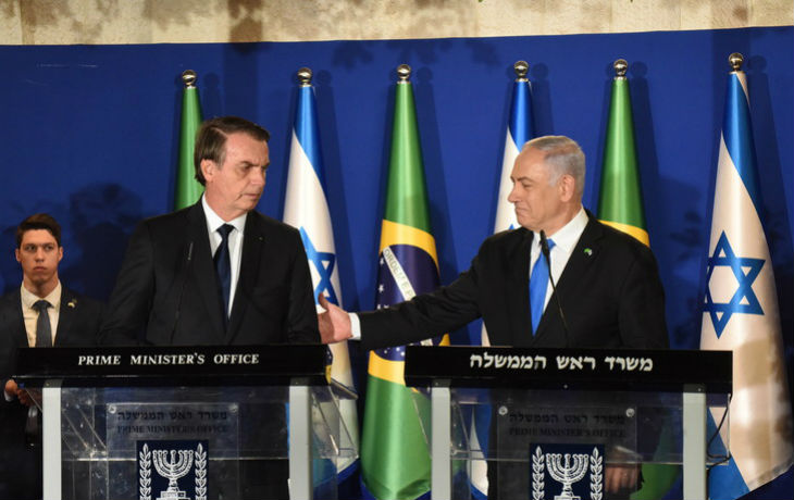 En visite en Israël, Bolsonaro estime que le nazisme est de gauche