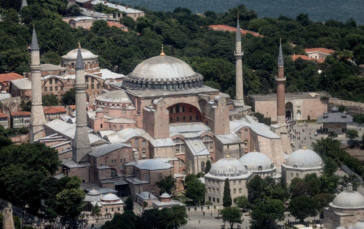 L'islamiste Erdogan s'engage à convertir la cathédrale byzantine Sainte-Sophie en mosquée