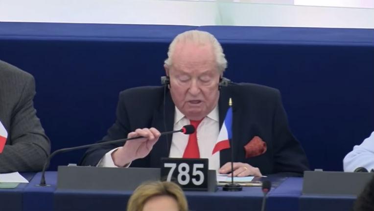 « La postérité vous maudira » furent les derniers mots de Jean-Marie Le Pen à l'attention des députés européens après 33 ans de mandats dans ce parlement (Vidéo)