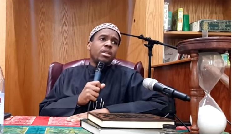 L'imam Muhammad Ibn Muneer :»Les musulmans doivent haïr les non-musulmans. Ils ne peuvent se lier avec eux que pour les attirer à l'islam» (Vidéo)