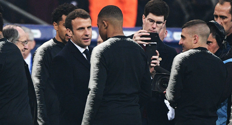Macron sur la pelouse du Stade de France : des chants insultants pour l'accueillir (vidéo)