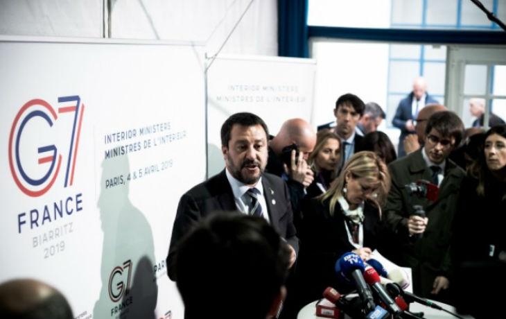 Migrants : Salvini refuse de laisser accoster un navire d'une ONG allemande. Castaner reconnait que «les ONG sont un problème, elles aident les trafiquants d'êtres humains »