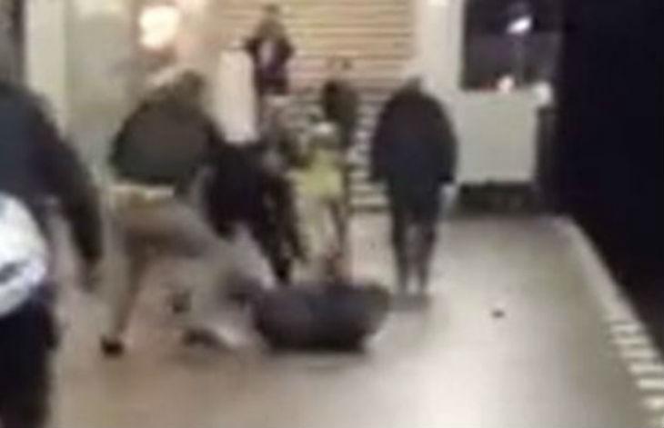 Berlin : deux Arabes poignardent à plusieurs reprises un sans-abri « On baise ton Dieu de m… » (Vidéo)
