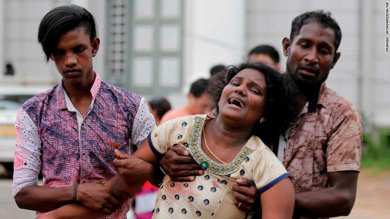 Attentats islamistes anti-chrétiens au Sri Lanka : CNN dévoile la tête d'un des terroristes. 8 explosions tuant 215 personnes et en blessant plus de 500. Un couvre-feu a été déclaré. (Vidéos)
