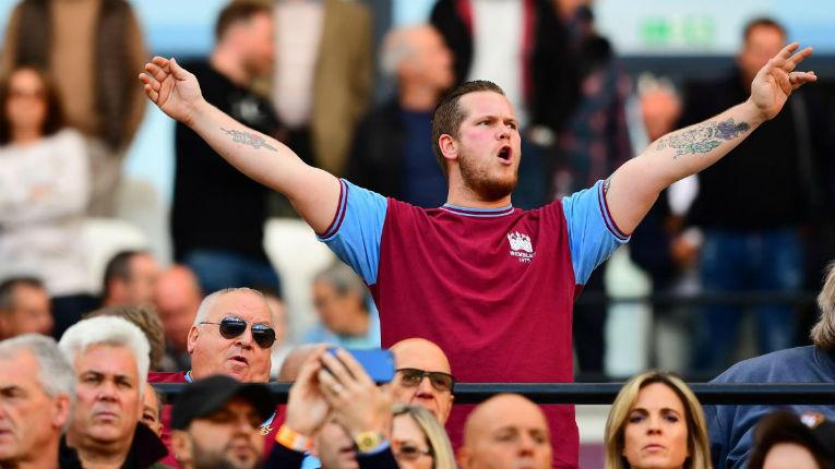 La vidéo de la honte des fans de West Ham entonnant un chant antisémite: «Ils seront bannis à vie» (vidéo)