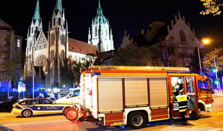 Un migrant attaque une église au cri de «Allah Akbar» à Munich, 25 blessés. Aucun média n'en parle puisqu'il ne s'agit pas d'une mosquée… (Vidéo)